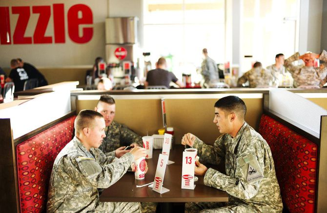 Military shopping gets some private-sector upgrades