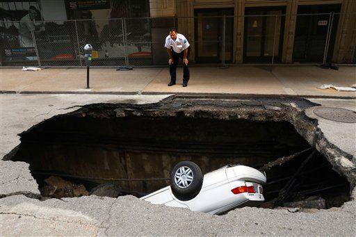 Toyota El Centro >> Video Un Enorme Bache Se Traga Un Auto Entero En El Centro