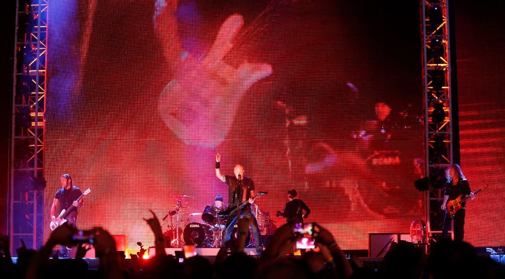 Metallica's fiery, professional D-FW concert was a heavy