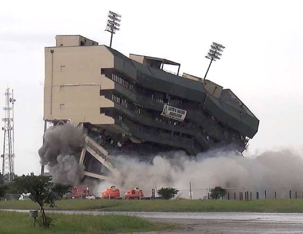 How The Literal Implosion Of Baylor S Old Stadium Mirrors