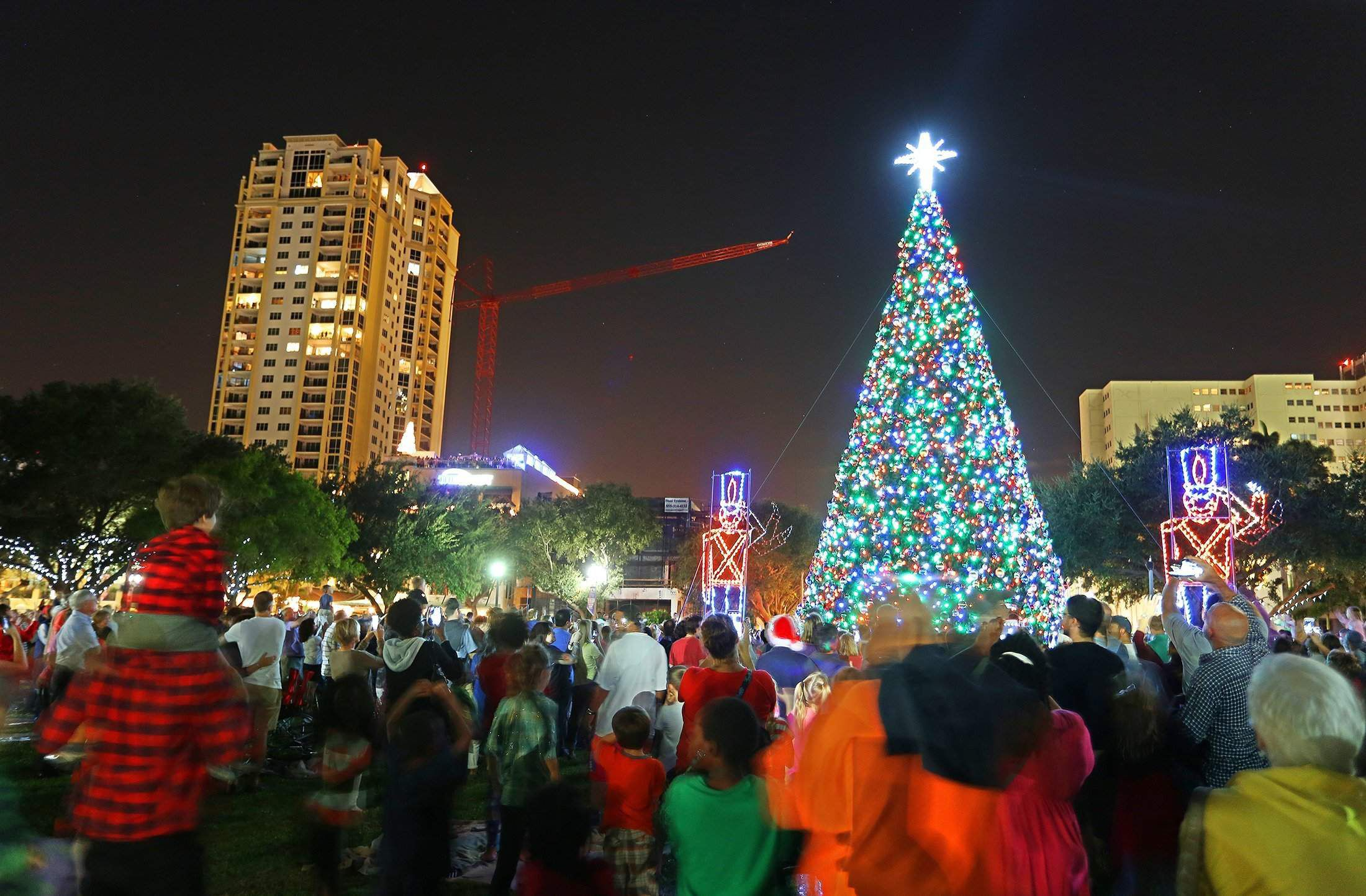 Kenneth City Fl Christmas Parade 2020 Where to find Christmas lights in Tampa Bay