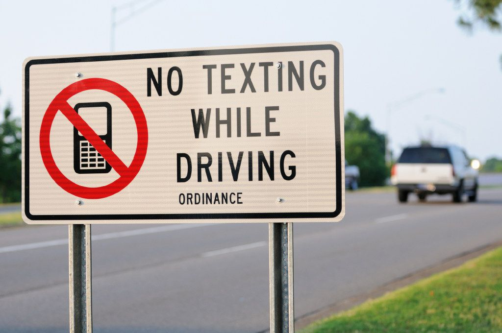 No Text While Driving App >> Hits And Misses A Carrot For Not Texting While Driving A
