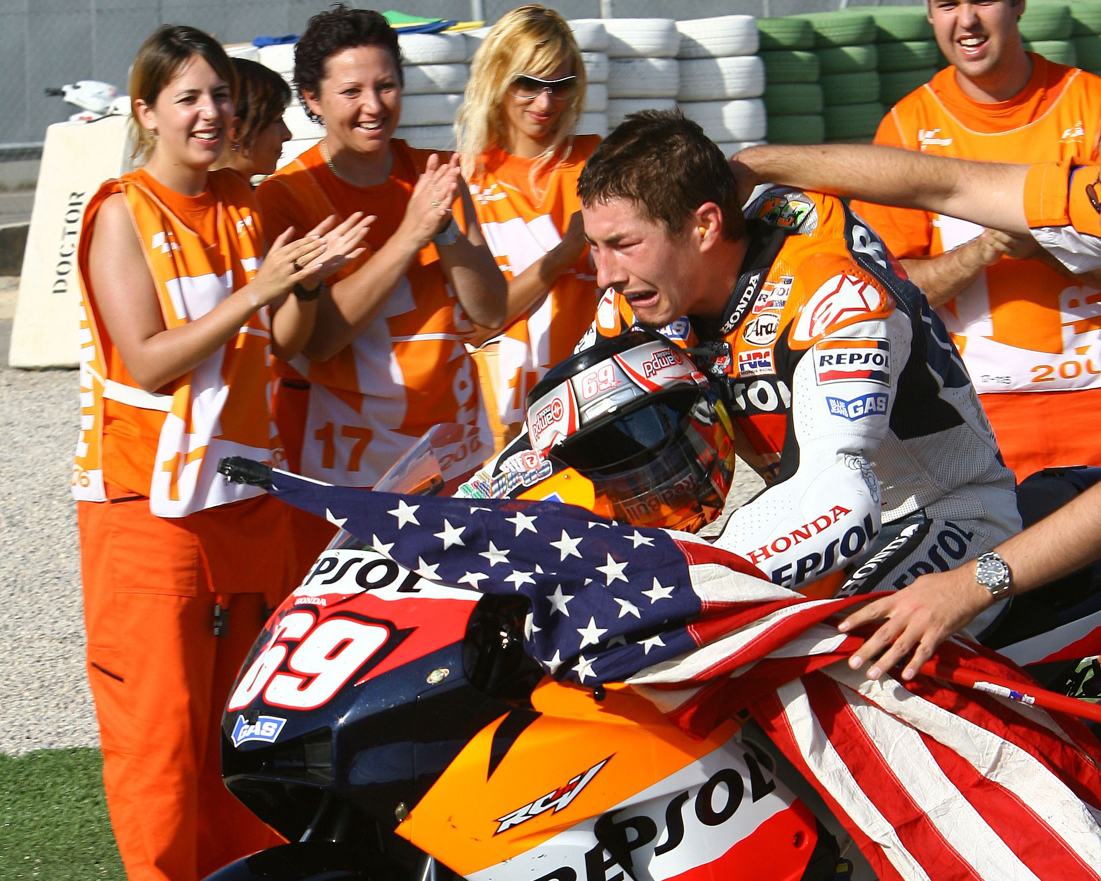 The Back Story Behind The American Flag That Hayden Carried On His 2006 Motogp Championship Victory Lap Cycle World