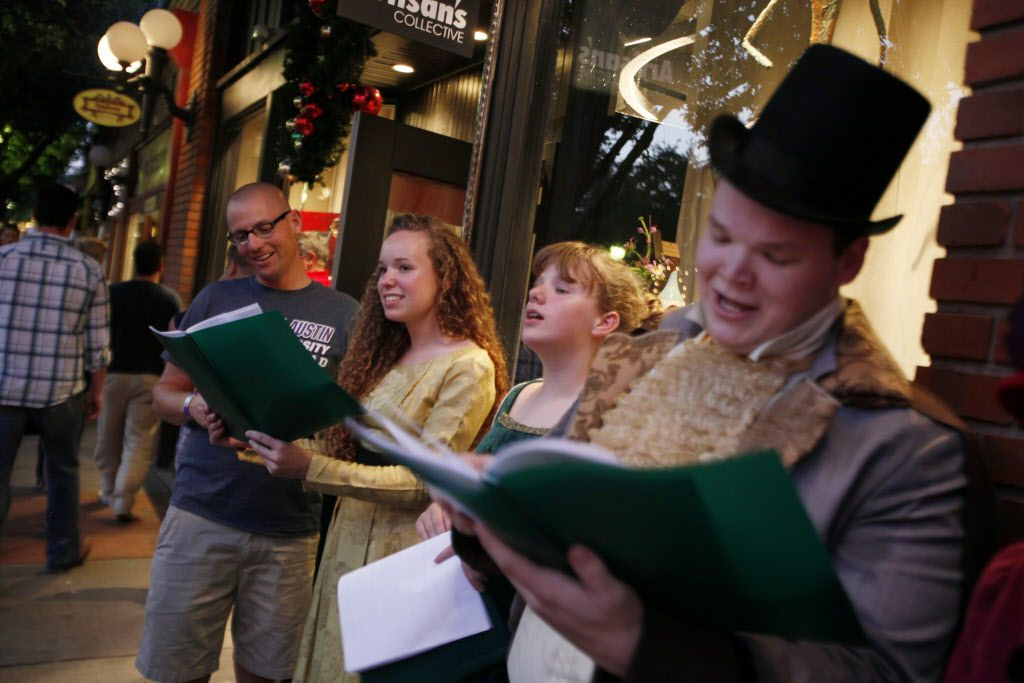 Tune in to these D-FW radio stations for Christmas music in 2017