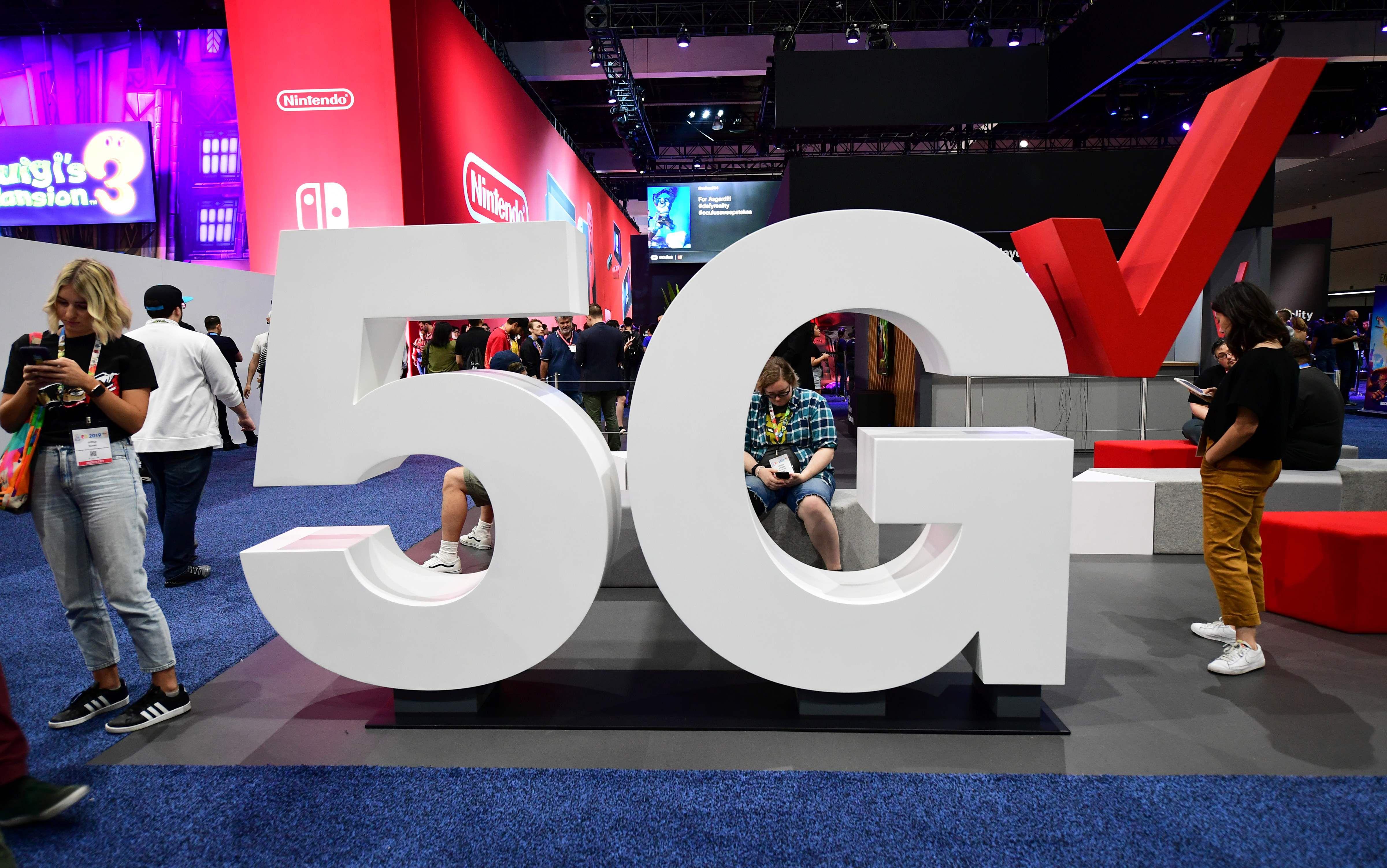 Verizon debuts super-fast 5G wireless service in Providence