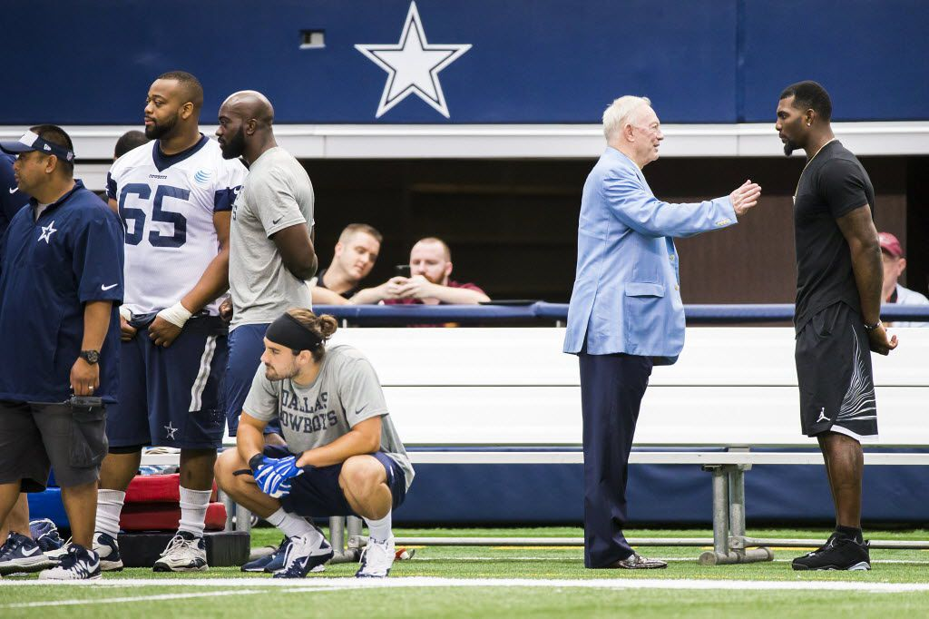 Think Jerry Jones Dez Bryant Sitting Together At Beyonce
