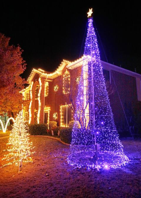 Christmas Lights To Music.Cantura Cove Neighbors Use Lights Synced To Music To Put On