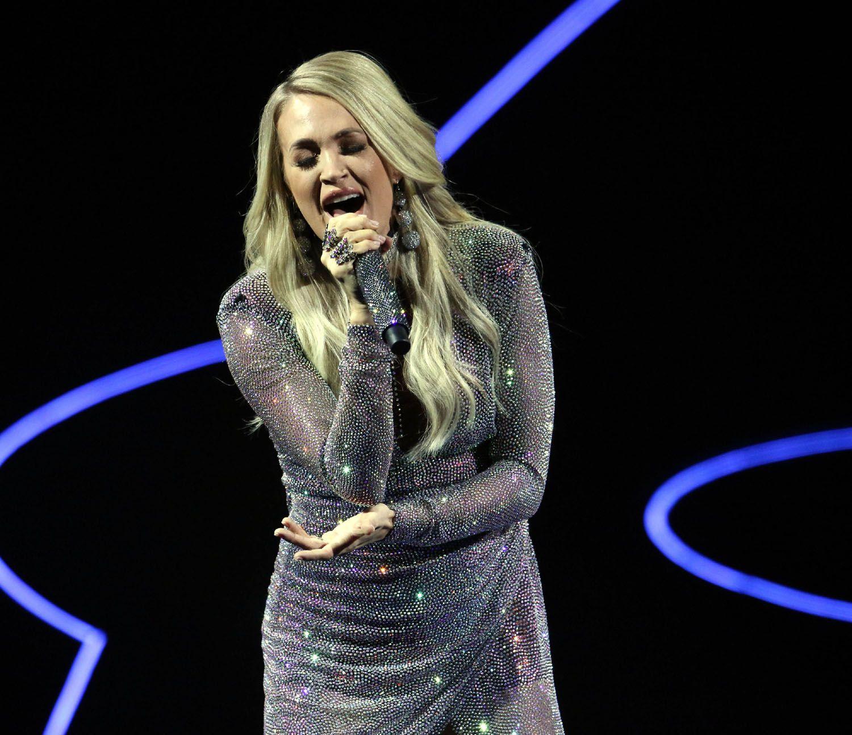American Idol Notes Carrie Underwood S Atlanta Concert Kelly