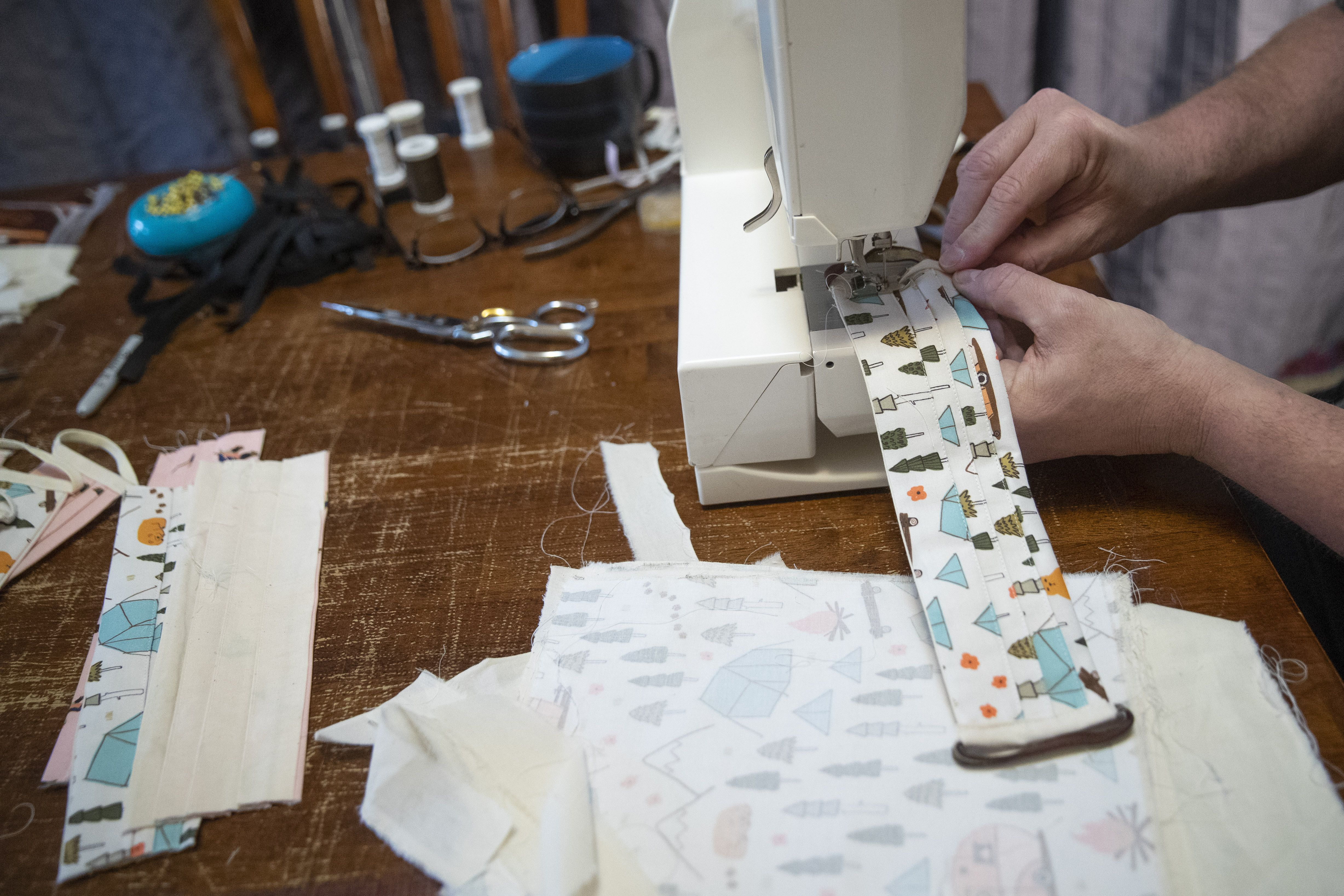Making Your Own Mask Researchers Say Some Fabrics Can Filter Nearly As Well As An N95 The Boston Globe