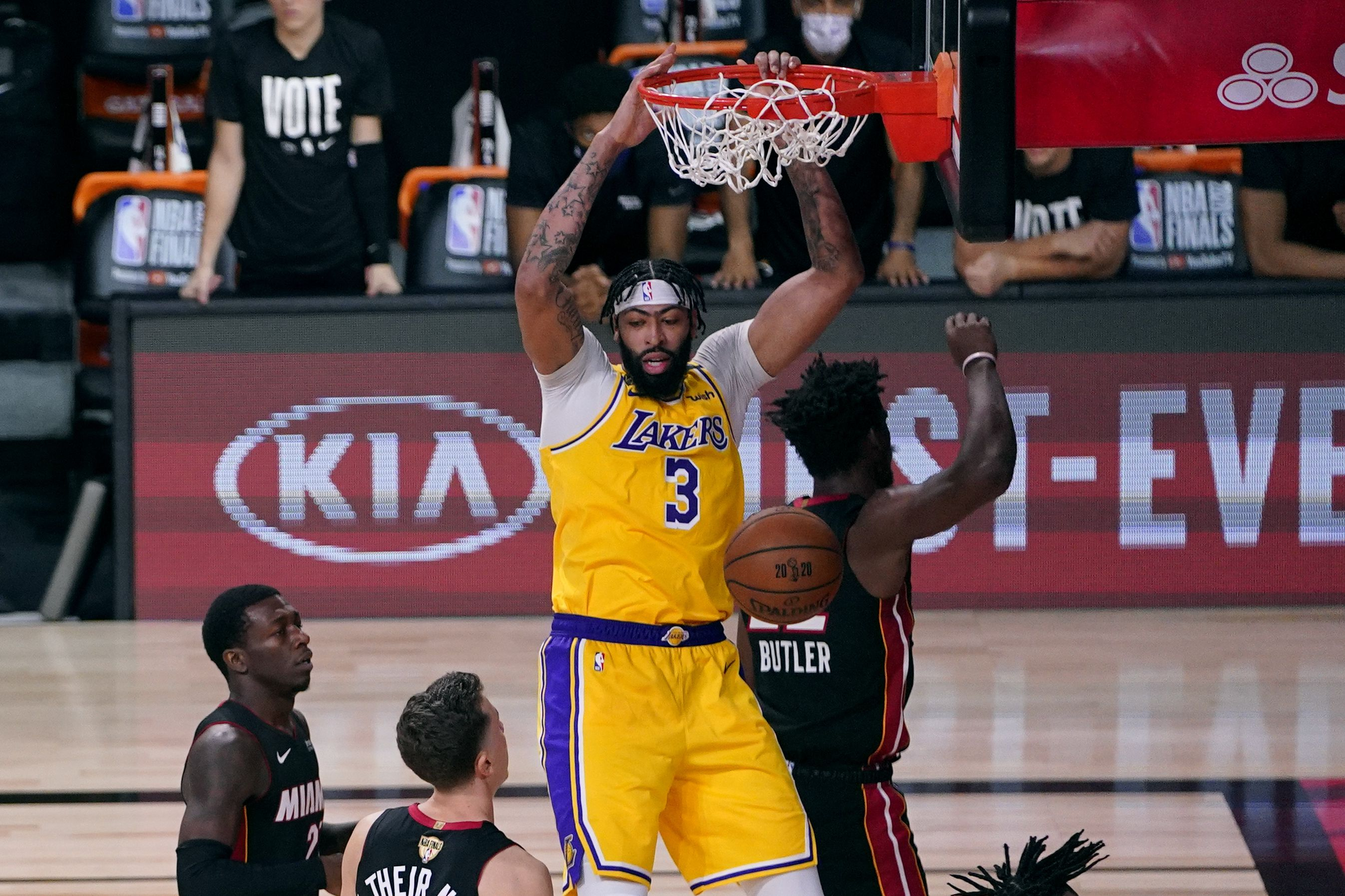 Lakers Leave Heat Beaten And Battered After Dominating Game 1 Of The Nba Finals The Boston Globe
