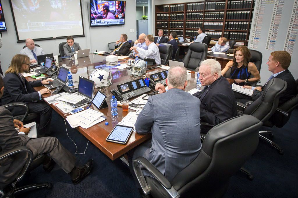 Ex Nfl Scout On Whether Jerry Jones Or Stephen Is The Better Liar At Draft Time