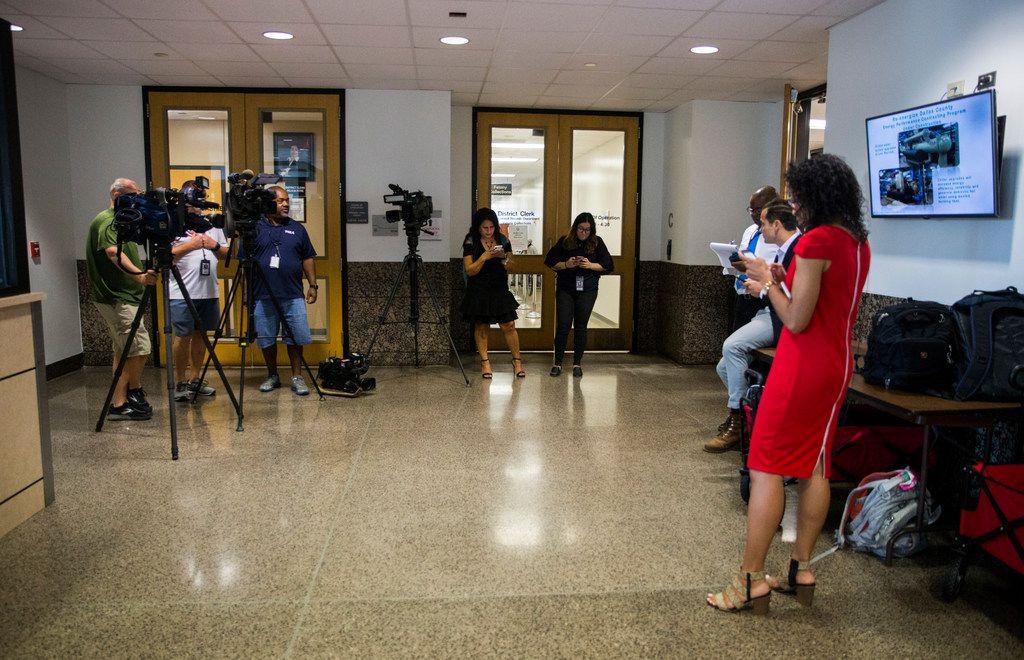 Hundreds of potential jurors in Amber Guyger murder trial
