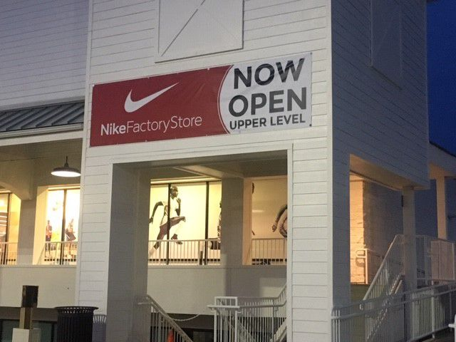 colonia Con qué frecuencia Lo encontré  Nike store opens in new location at central Pa. shopping center -  pennlive.com