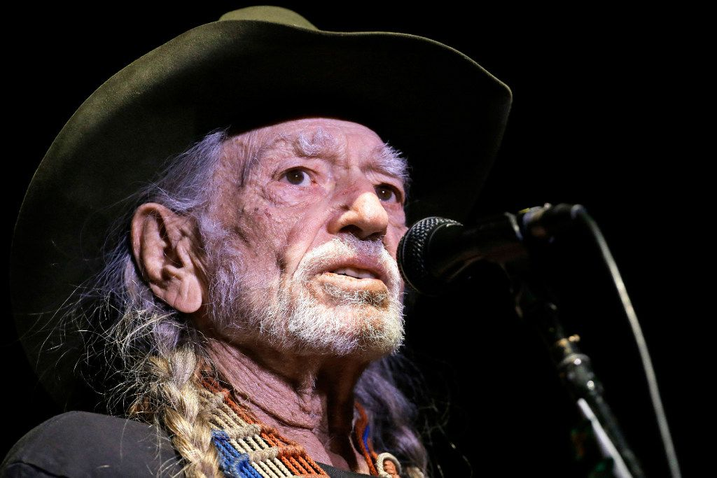 I Saw Willie Nelson Perform And It Was Beautiful And It Was Sad