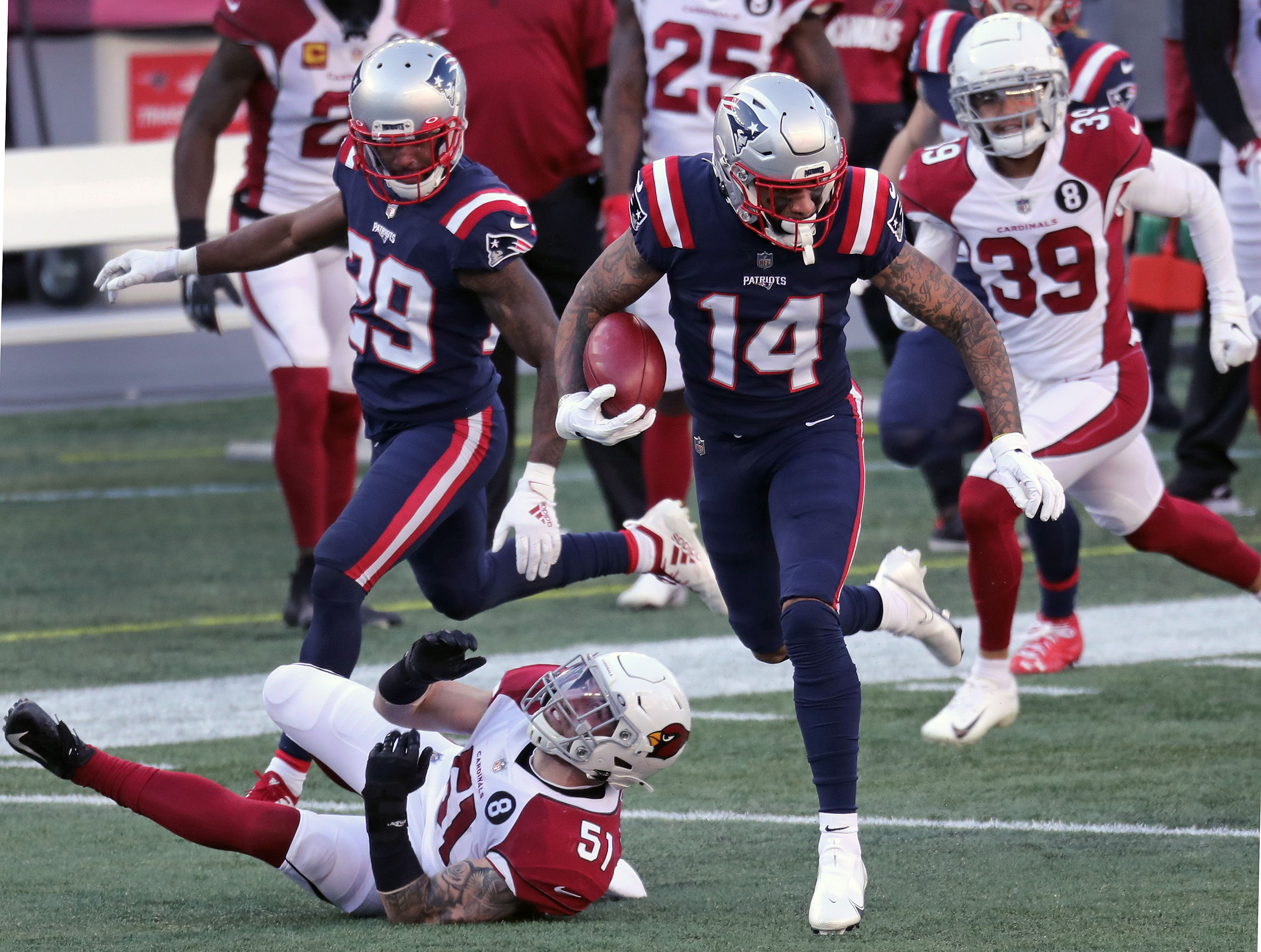 Donte Moncrief wins spot on Patriots roster with strong showing on ...