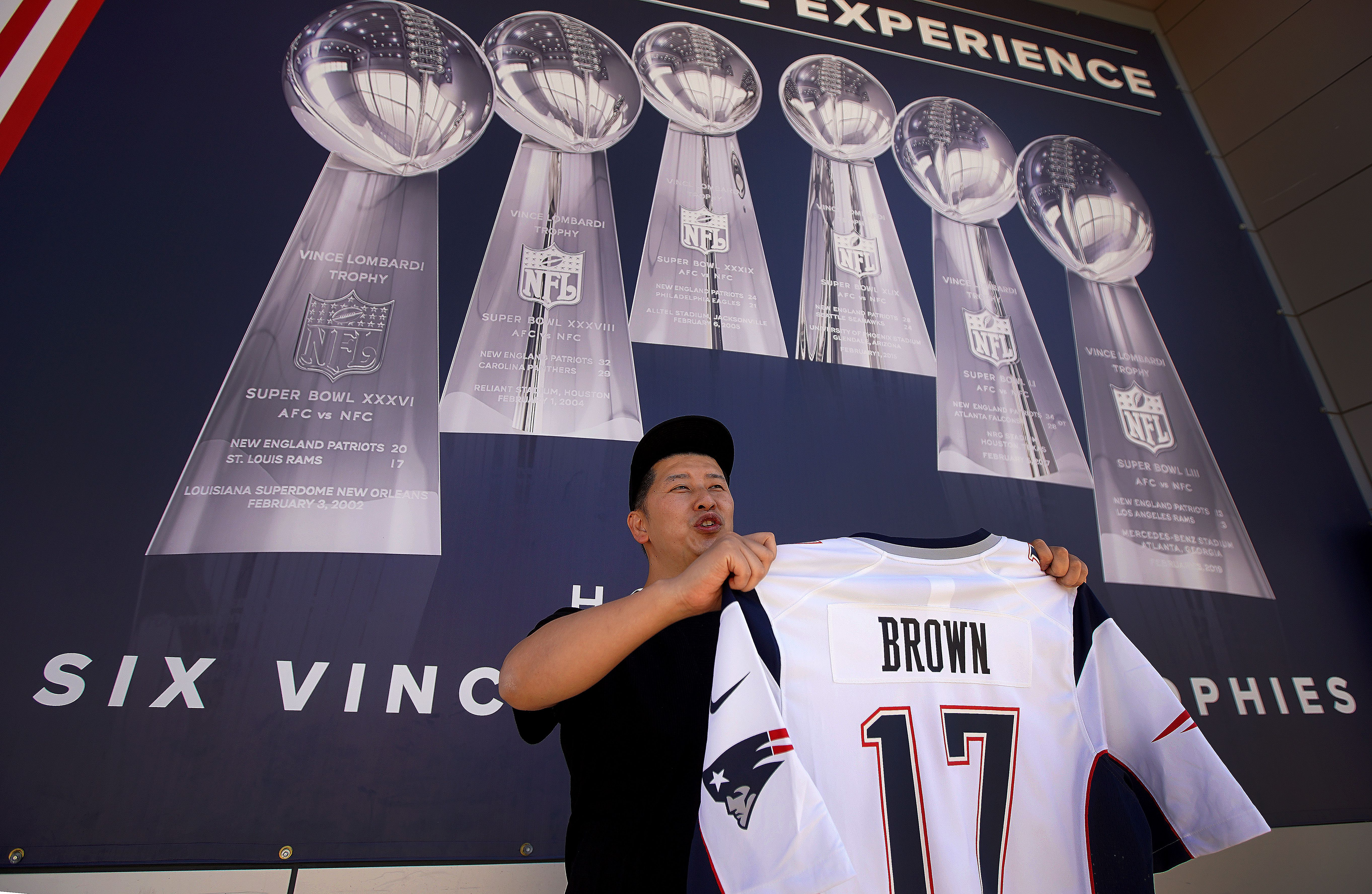 Antonio Brown's jersey for sale but not (yet) on display at ...