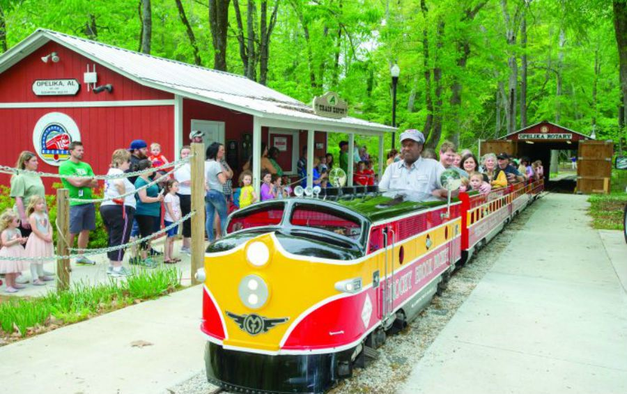 Antique kiddie train has charmed Alabamians since 1955 - al com