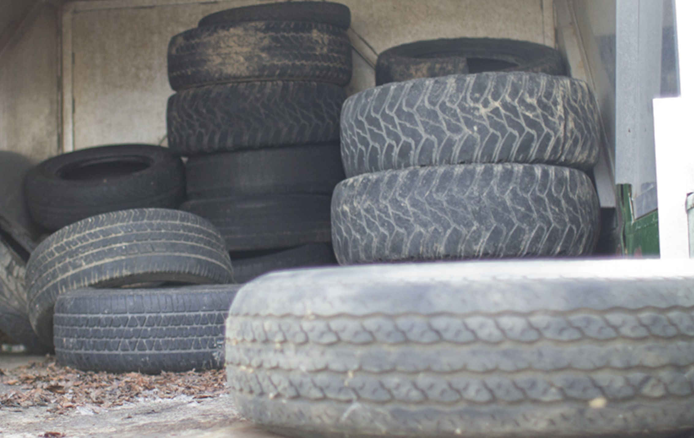 Used Tires Flint Mi >> Don T Ditch Em Mosquito Control Wants Your Used Tires
