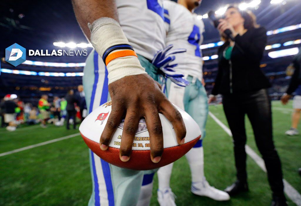 How Cowboys Rb Ezekiel Elliott Made A 16 Year Old Cancer Patient S Year All Through This Orange Bracelet